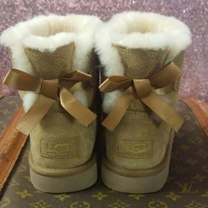 UGG Mini Bailey Bow Chestnut Metallic Conifer Boot